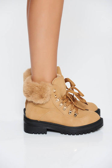 Brown casual tramper from ecological leather with faux fur lining with lace