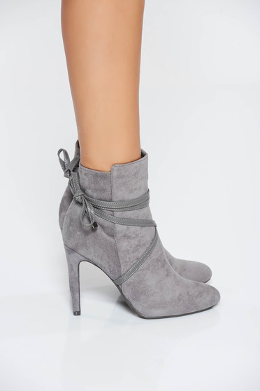 Grey casual ankle boots from velvet fabric with laced details