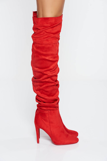 Red casual boots with high heels slightly round toe tip