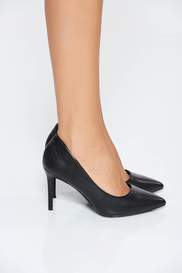 Black with high heels shoes slightly pointed toe tip