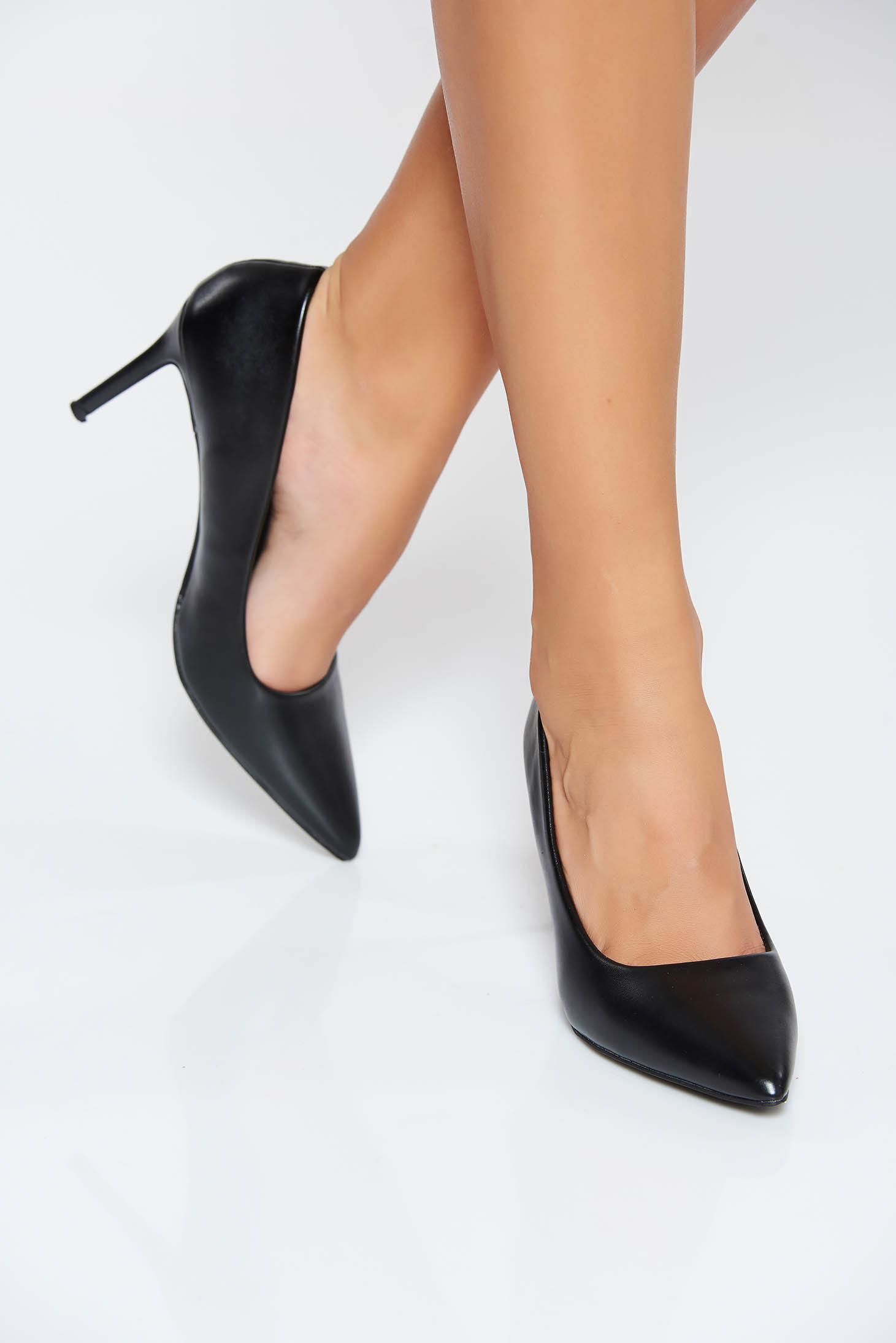 Pantofi negru cu toc inalt cu varful usor ascutit