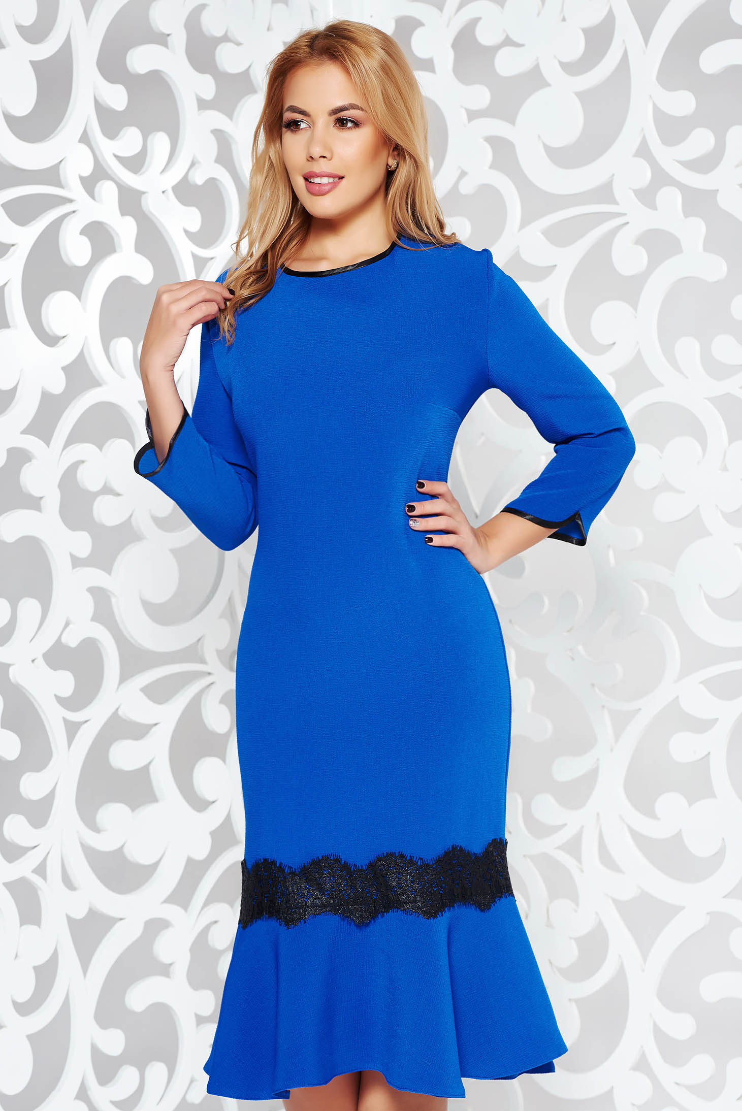 Rochie albastra eleganta midi din stofa usor elastica cu volanase la baza rochiei si aplicatii de dantela