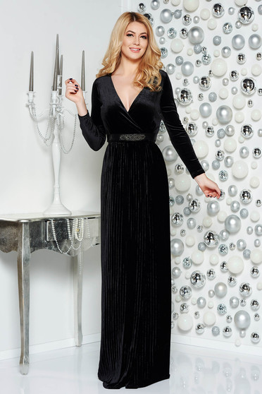 Artista black occasional velvet dress with v-neckline accessorized with tied waistband