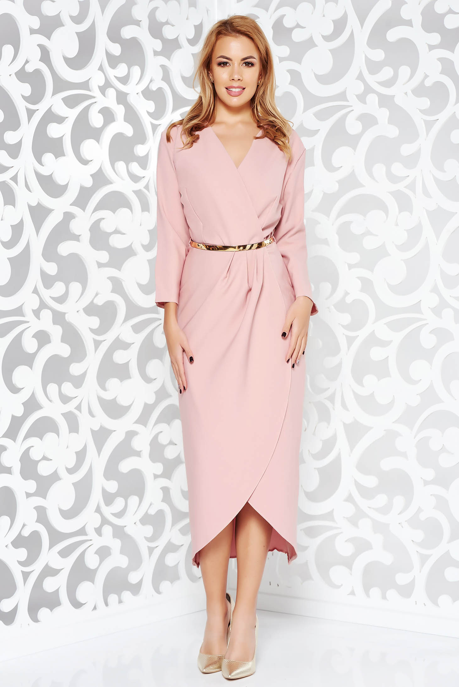 Rochie rosa eleganta din stofa subtire usor elastica captusita pe interior cu accesoriu tip curea