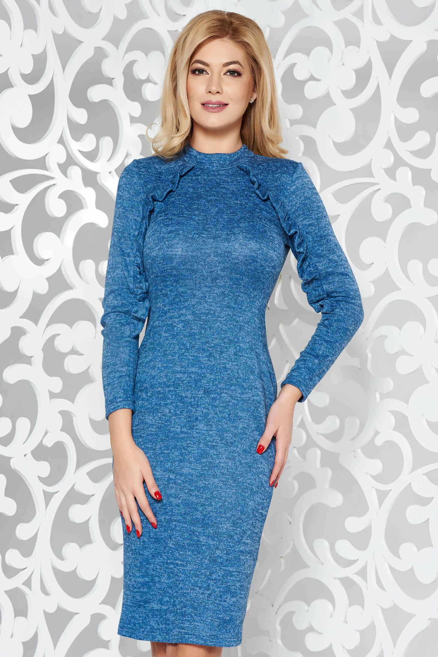 Rochie StarShinerS albastra de zi cu un croi mulat din material tricotat cu volanase