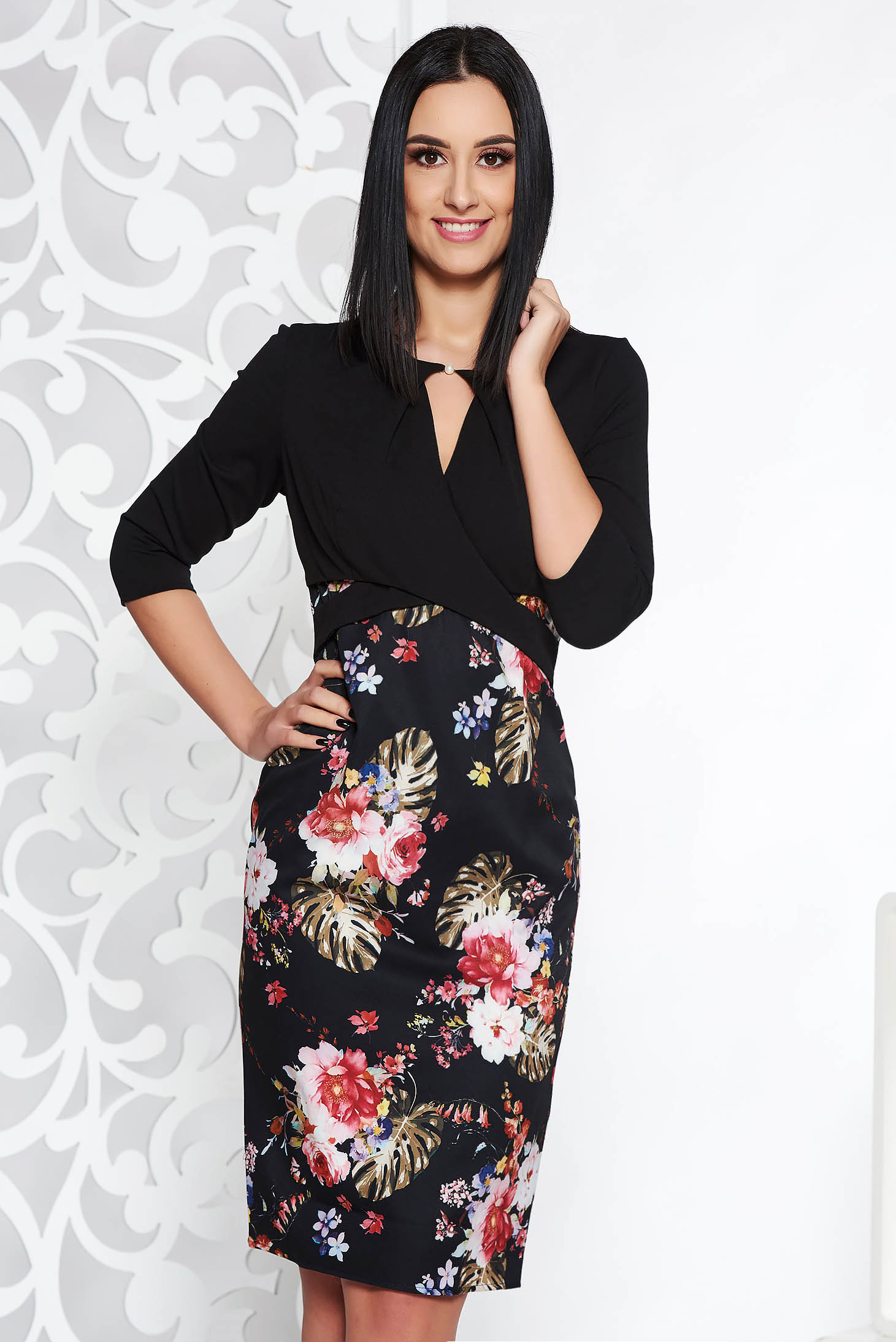 Rochie neagra eleganta tip creion din stofa usor elastica decupat la bust