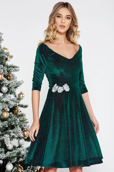StarShinerS green occasional cloche dress from velvet with lame thread with inside lining embroidered with v-neckline
