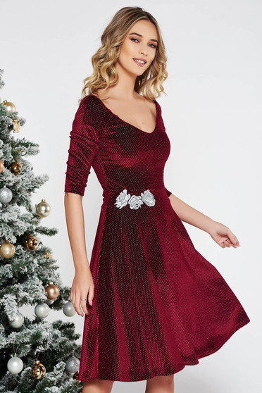 StarShinerS burgundy occasional cloche dress from velvet with lame thread with inside lining embroidered with v-neckline