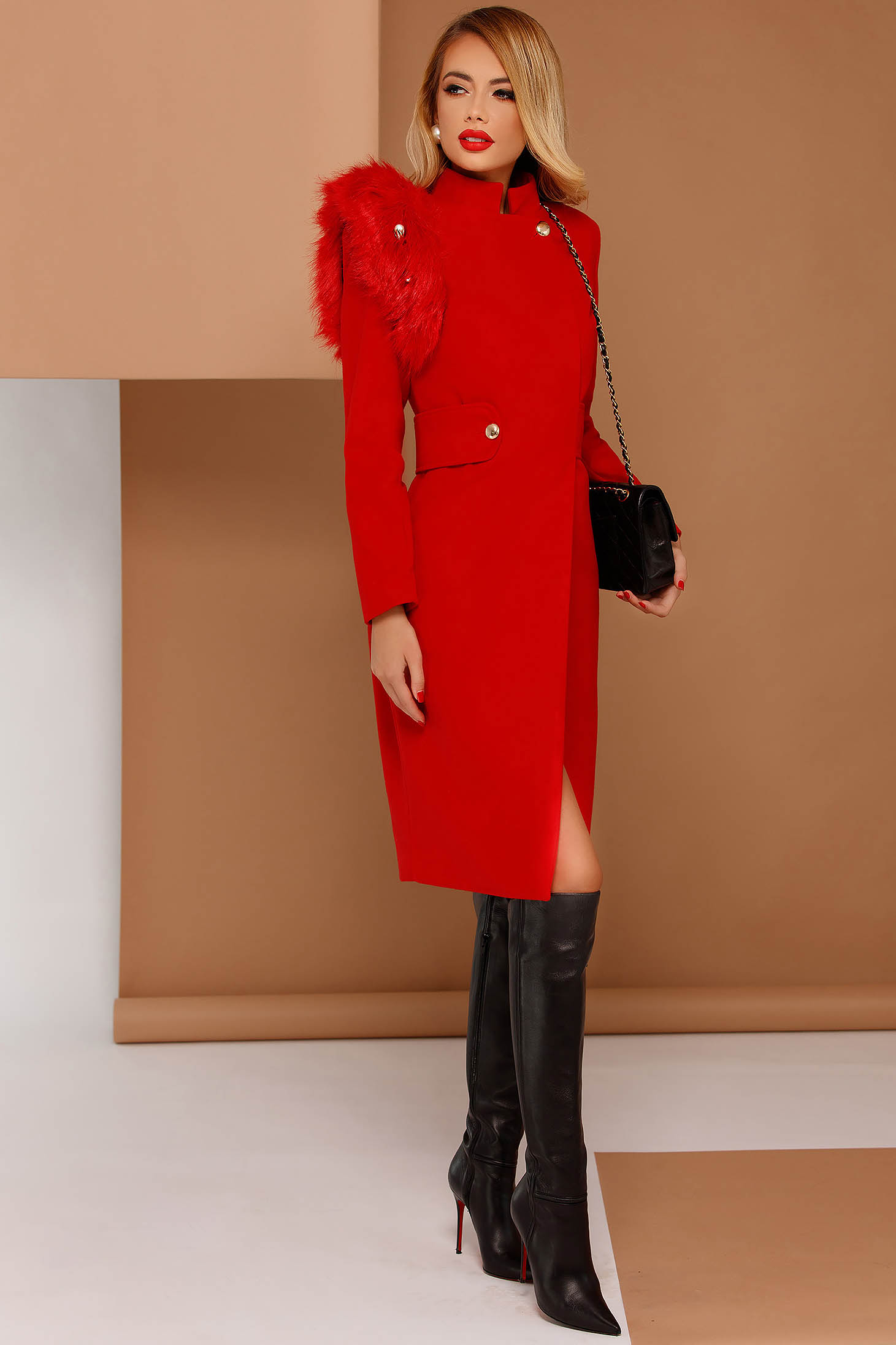 Palton PrettyGirl rosu elegant din stofa neelastica captusit pe interior cu insertii cu blana ecologica