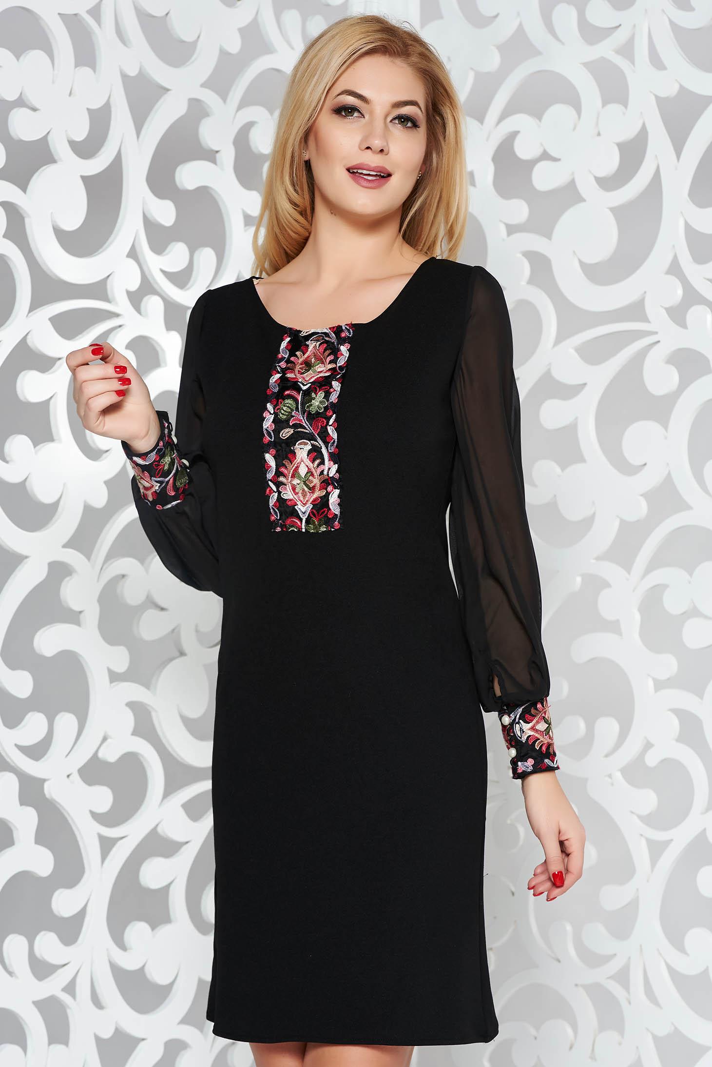 07caa575e4 Fekete elegáns bő szabású ruha átlátszó ujj hímzett betétekkel