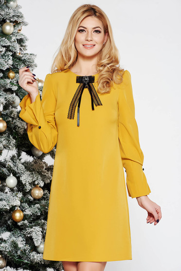 Mustard elegant flared dress slightly elastic fabric with 3/4 sleeves accessorized with breastpin