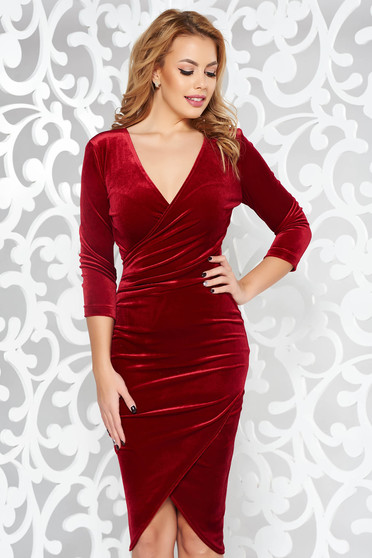 StarShinerS burgundy occasional pencil dress from velvet with a cleavage