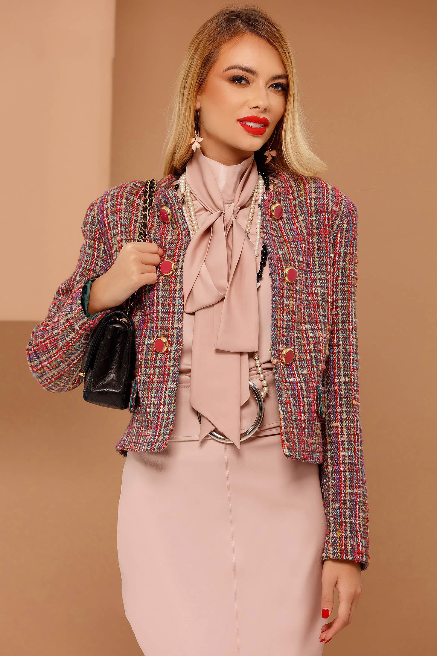 Sacou PrettyGirl corai elegant cu un croi drept din lana captusit pe interior accesorizat cu nasturi
