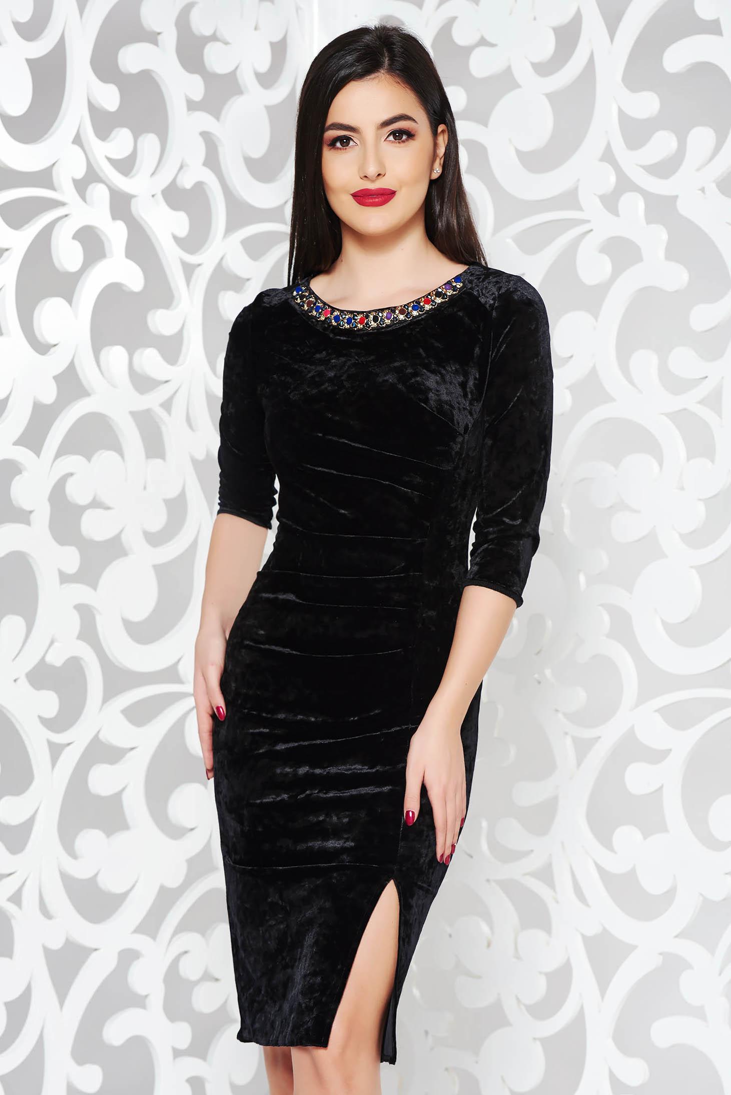Fekete alkalmi midi bársony ruha gyöngyös díszítés szűk szabás