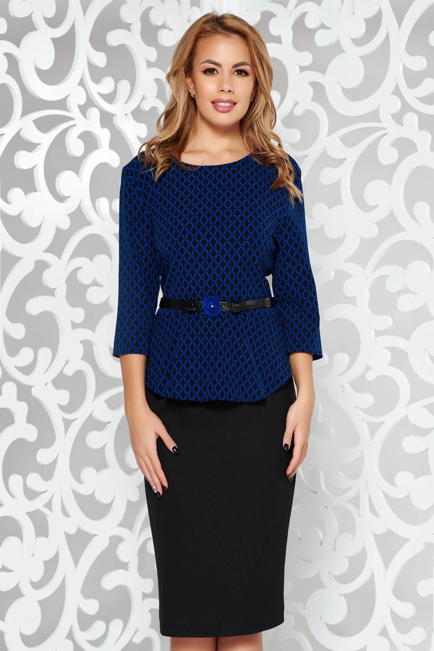Rochie albastra-inchis eleganta tip creion cu peplum din stofa usor elastica accesorizata cu cordon