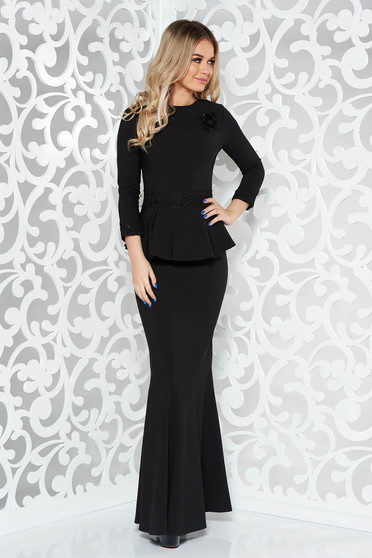 Black occasional long mermaid dress slightly elastic fabric with lace details accessorized with breastpin