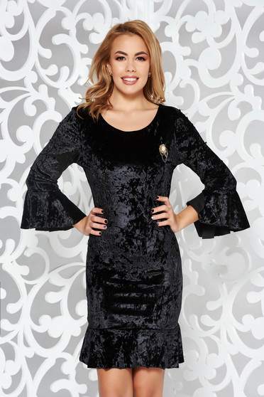 Black occasional velvet dress with tented cut with 3/4 sleeves accessorized with breastpin