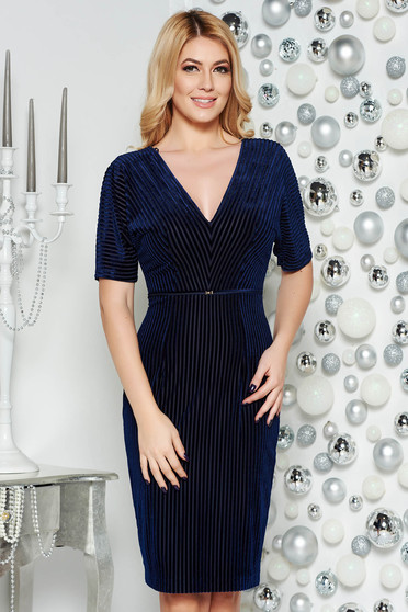 Darkblue occasional pencil dress from velvet fabric with inside lining with v-neckline