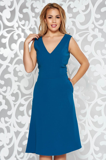 Blue elegant cloche sleeveless dress with a cleavage slightly elastic fabric