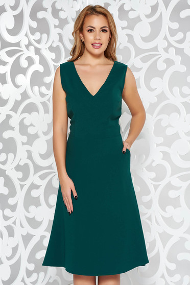 Green elegant cloche sleeveless dress with a cleavage slightly elastic fabric