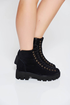 Black casual tramper from suede with lace slightly round toe tip