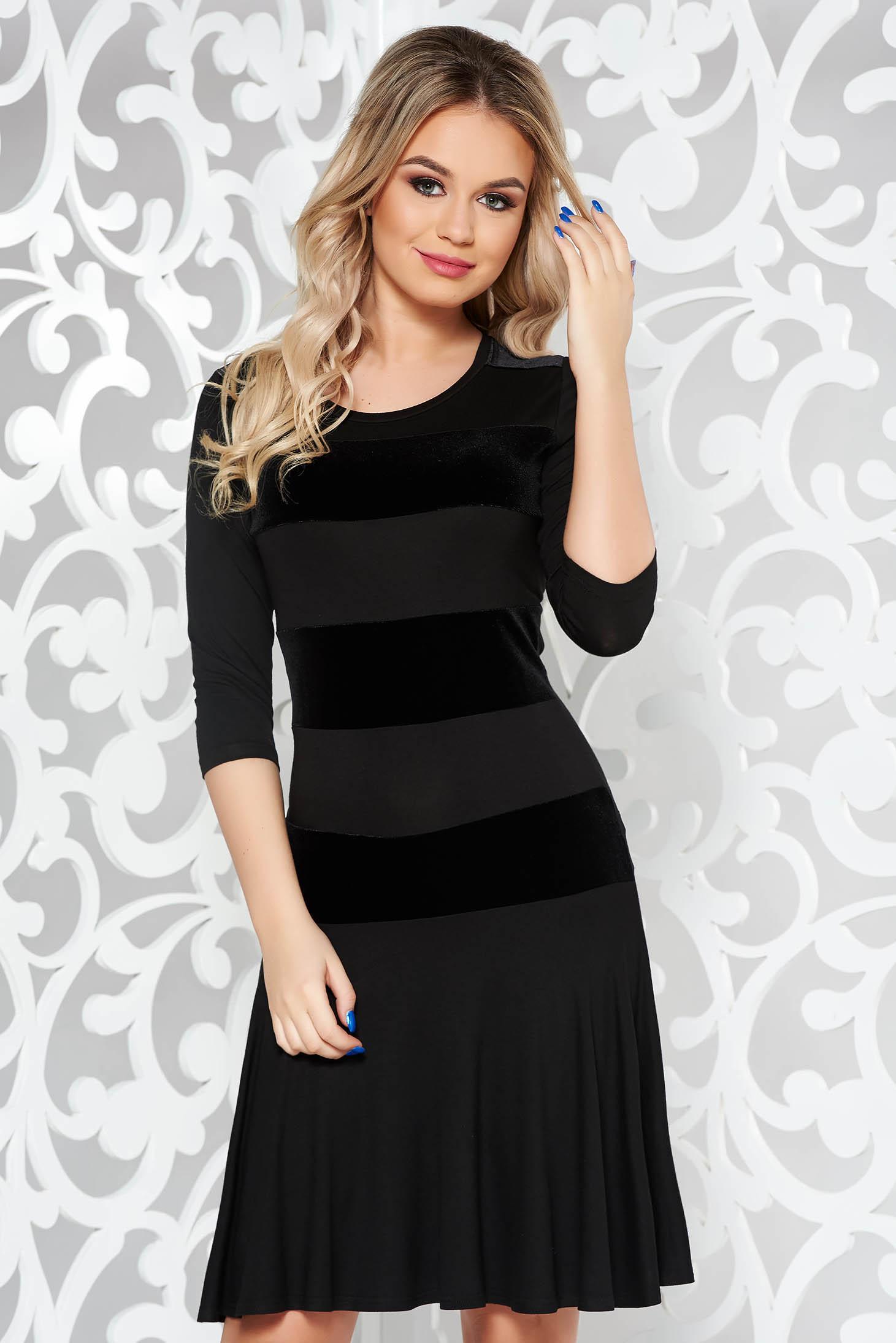 Fekete rövid 3 4-es ujjú ruha finom tapintású anyag fodrok a ruha alján 96411aabde
