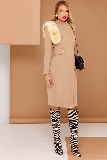 PrettyGirl cream elegant coat from non elastic fabric with inside lining with faux fur details