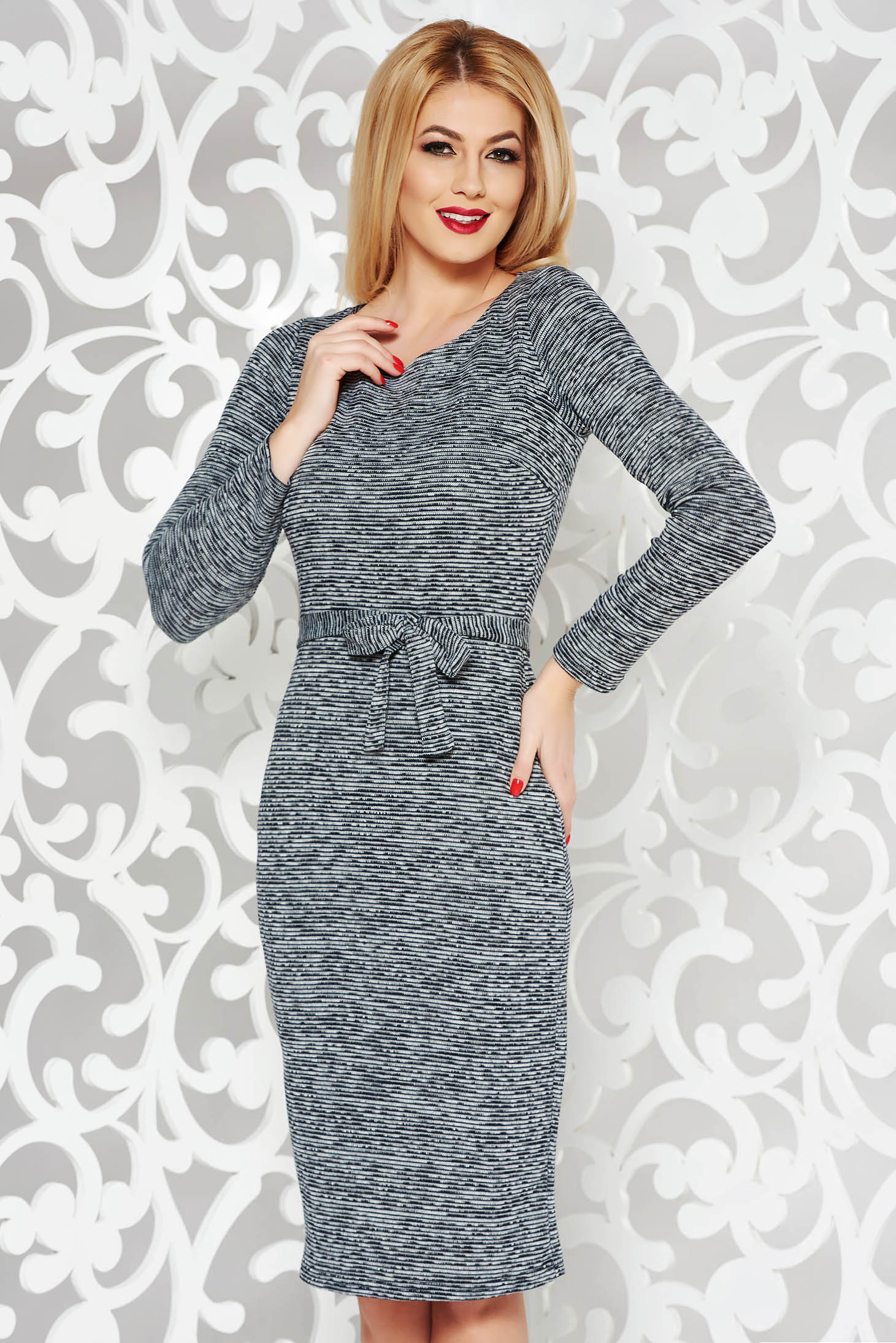 Rochie PrettyGirl gri de zi midi din material tricotat accesorizata cu cordon