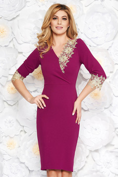 Burgundy occasional pencil dress with tented cut with v-neckline with lace details