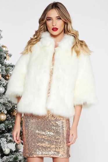 White occasional fur with easy cut with 3/4 sleeves with inside lining