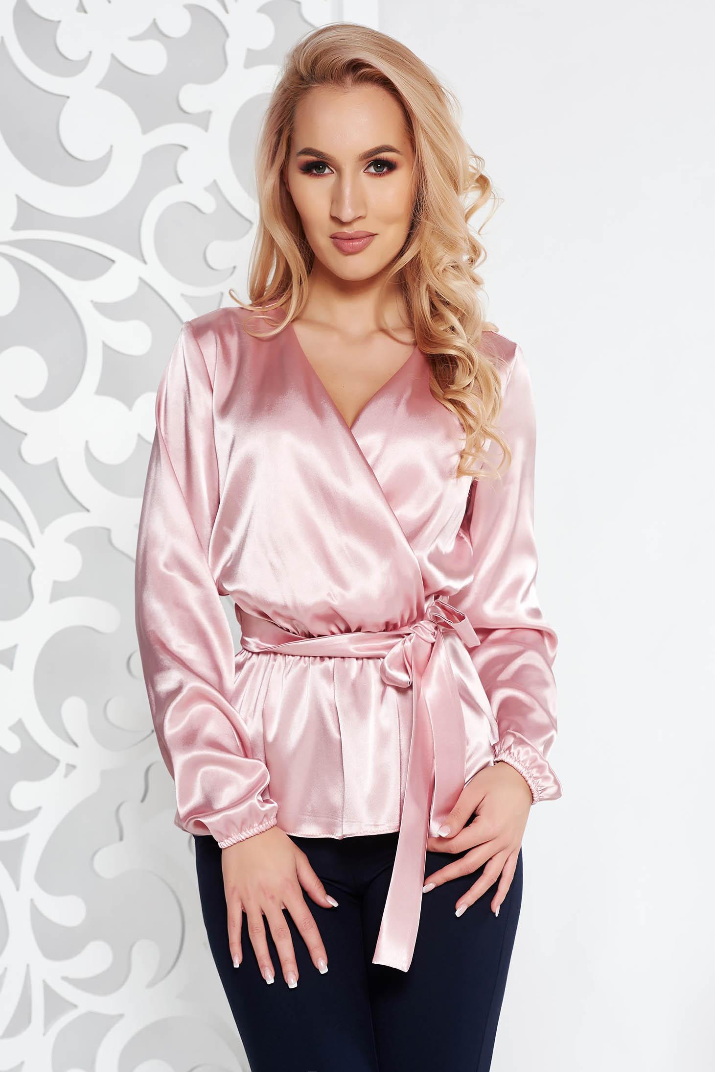 Bluza dama StarShinerS rosa eleganta cu croi larg din material satinat accesorizata cu cordon cu decolteu in v
