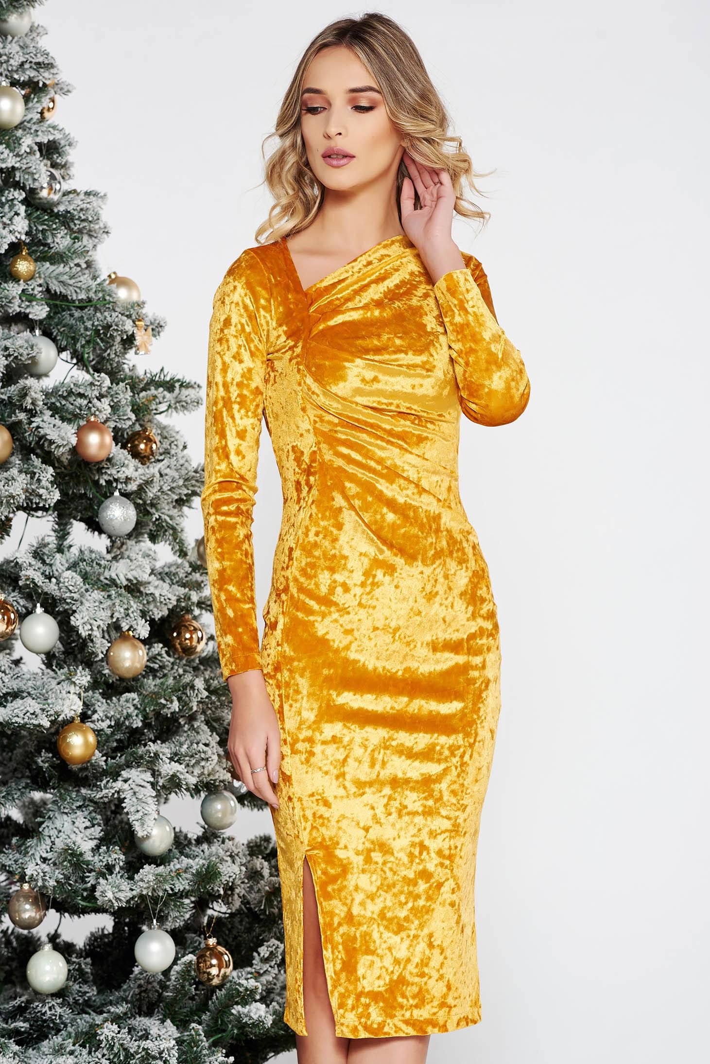 Arany StarShinerS alkalmi midi bársony ruha szűk szabás belső béléssel 68a7bf65a1