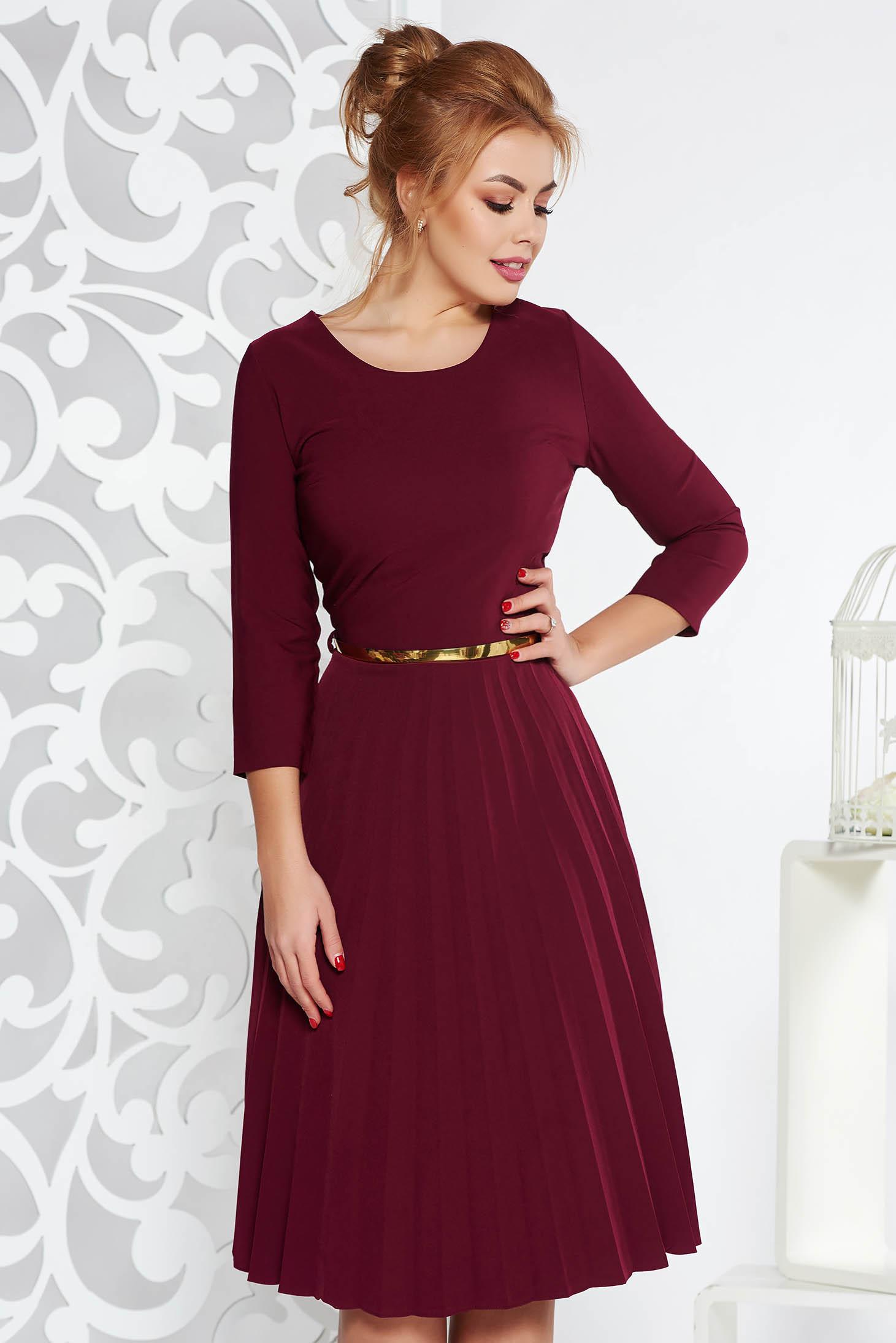 Rochie visinie eleganta in clos plisata cu accesoriu tip curea din stofa elastica subtire