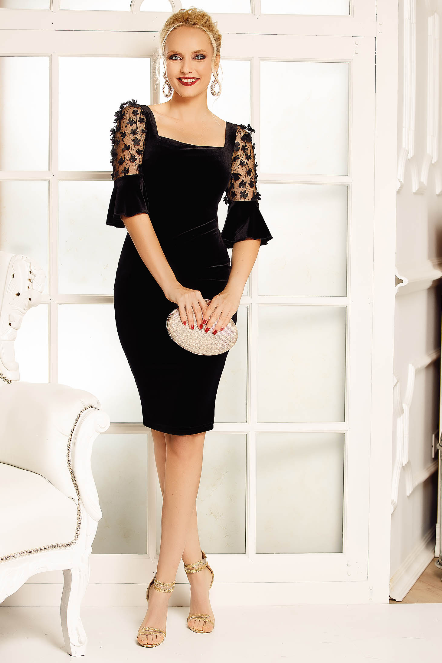 Fofy black occasional velvet pencil dress with floral details with 3d effect