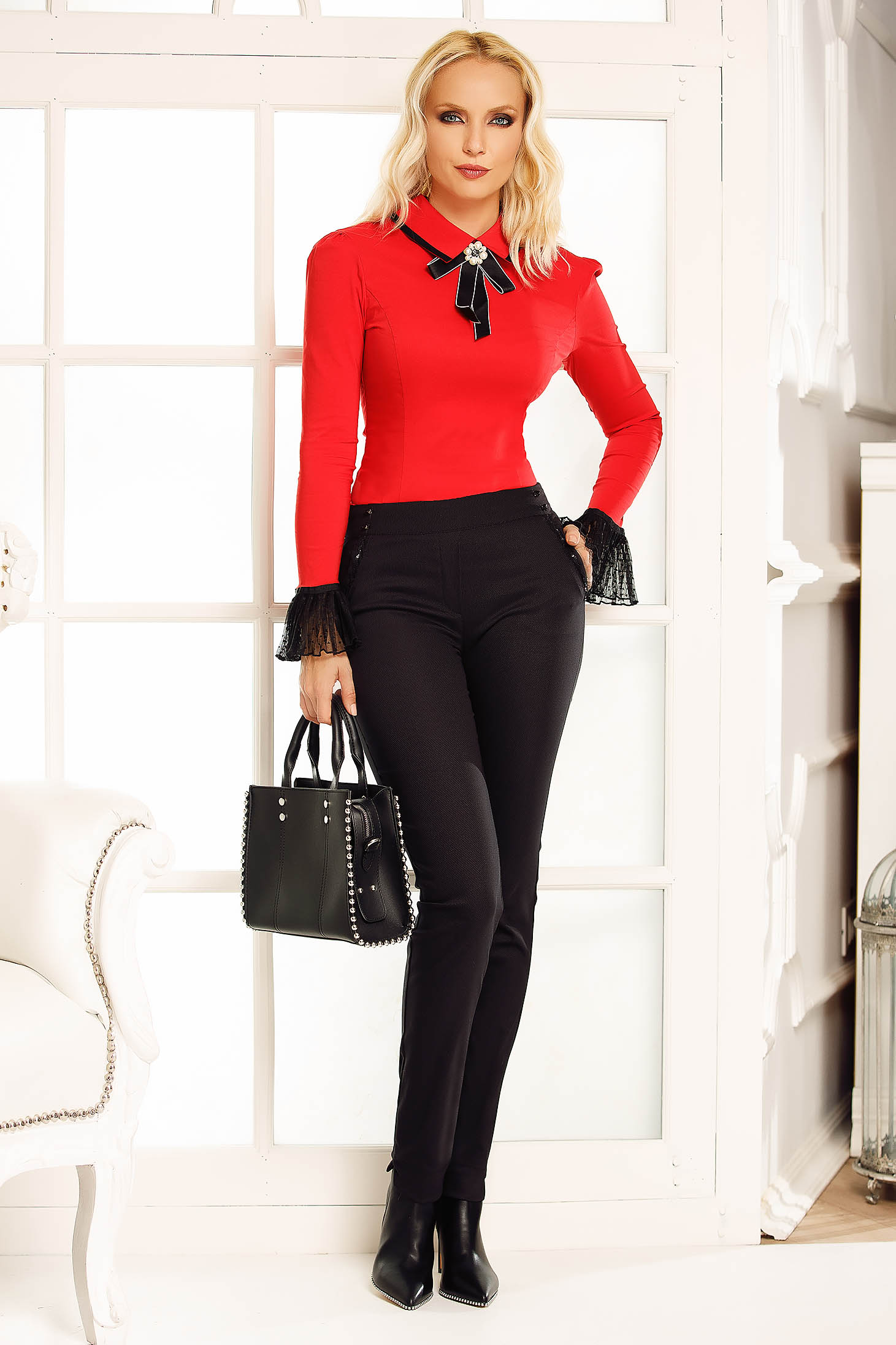 Fofy red office body with tented cut slightly elastic cotton accessorized with breastpin