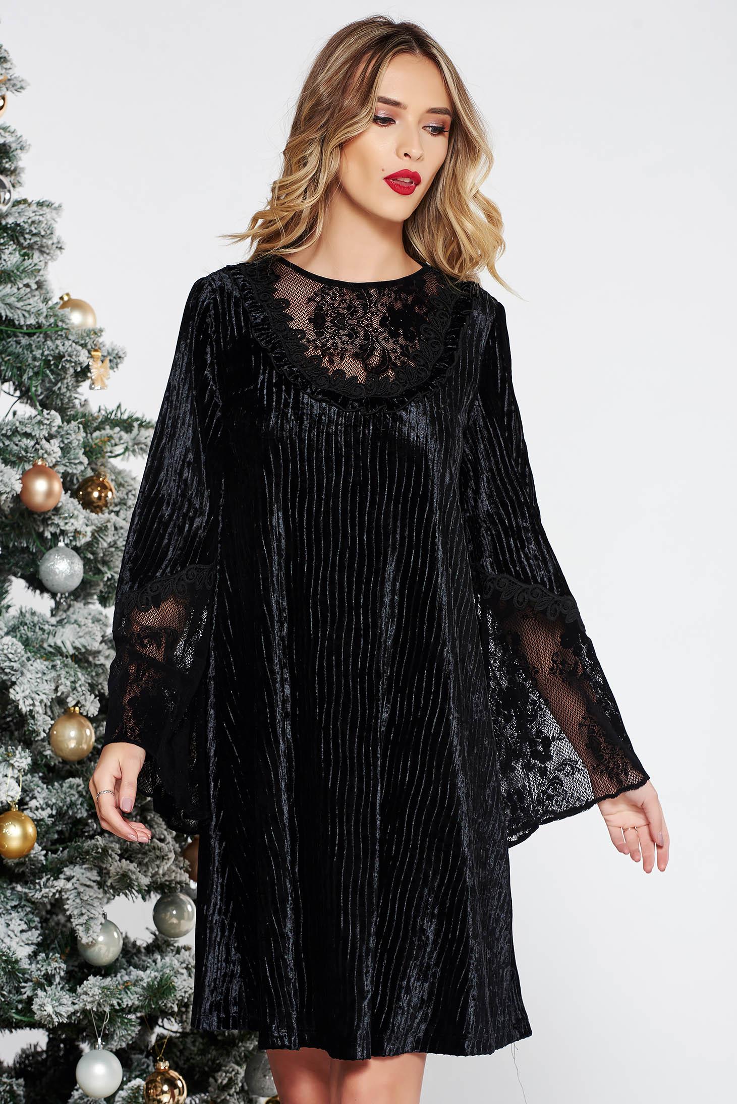 3cd403012a Fekete LaDonna alkalmi bő szabású rakott bársony ruha belső béléssel csipke  díszítéssel