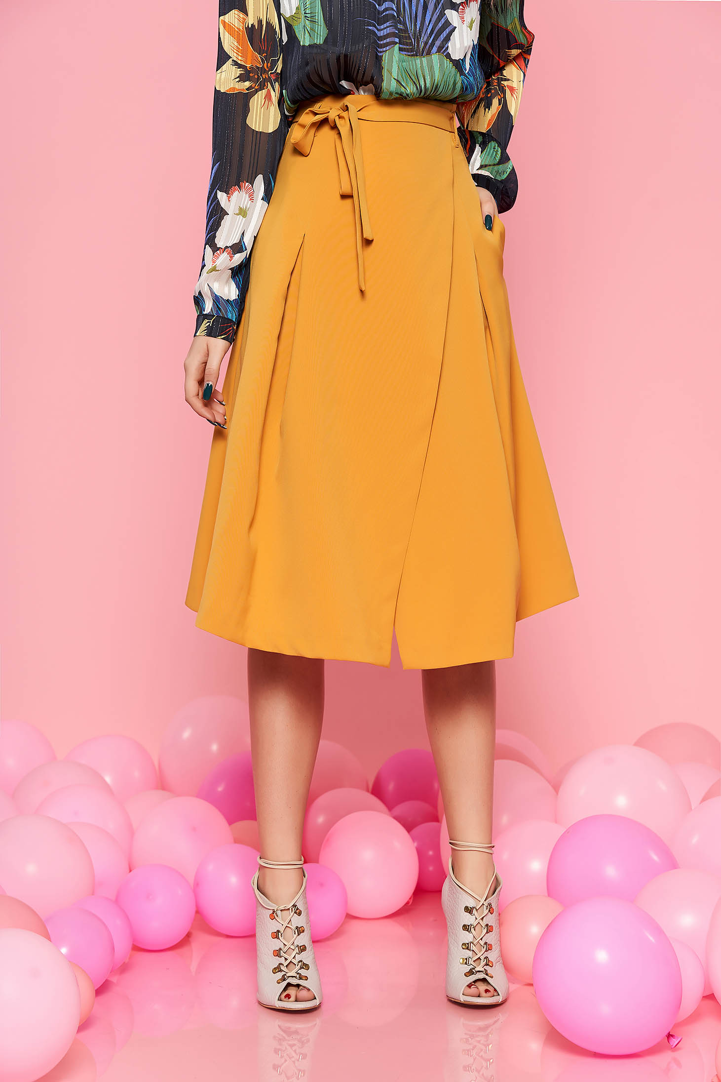 Top Secret yellow skirt casual high waisted cloche slightly elastic fabric accessorized with tied waistband