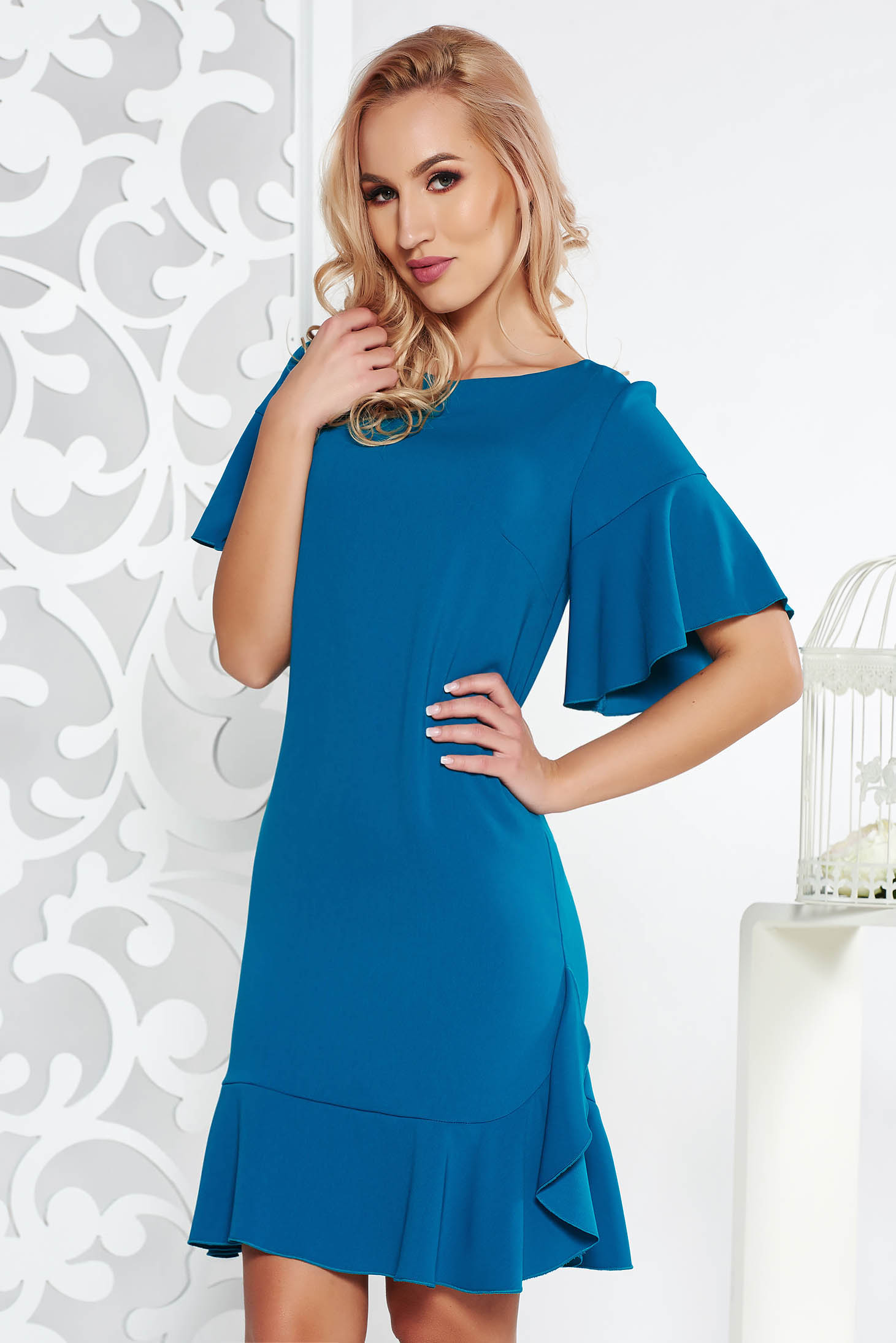 89083e5fa9 Türkiz elegáns egyenes ruha enyhén elasztikus szövet belső béléssel fodrok  a ruha alján