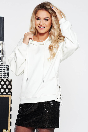 SunShine white casual coat from velvet fabric with easy cut with laced details with undetachable hood