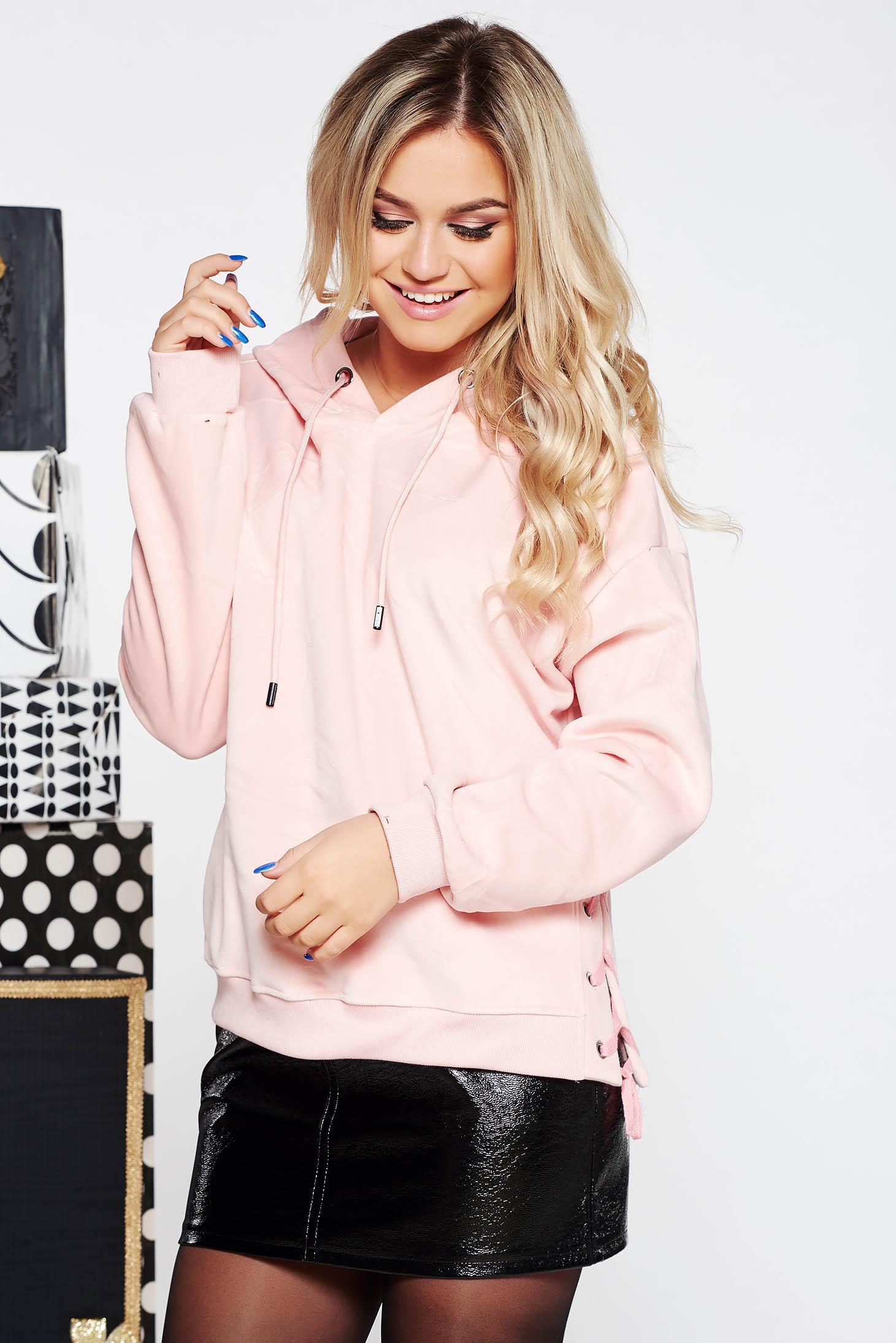 Hanorac SunShine rosa casual cu croi larg din material catifelat cu gluga nedetasabila accesorizat cu snur