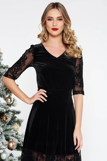 StarShinerS black elegant women`s blouse with tented cut velvet with v-neckline with laced sleeves