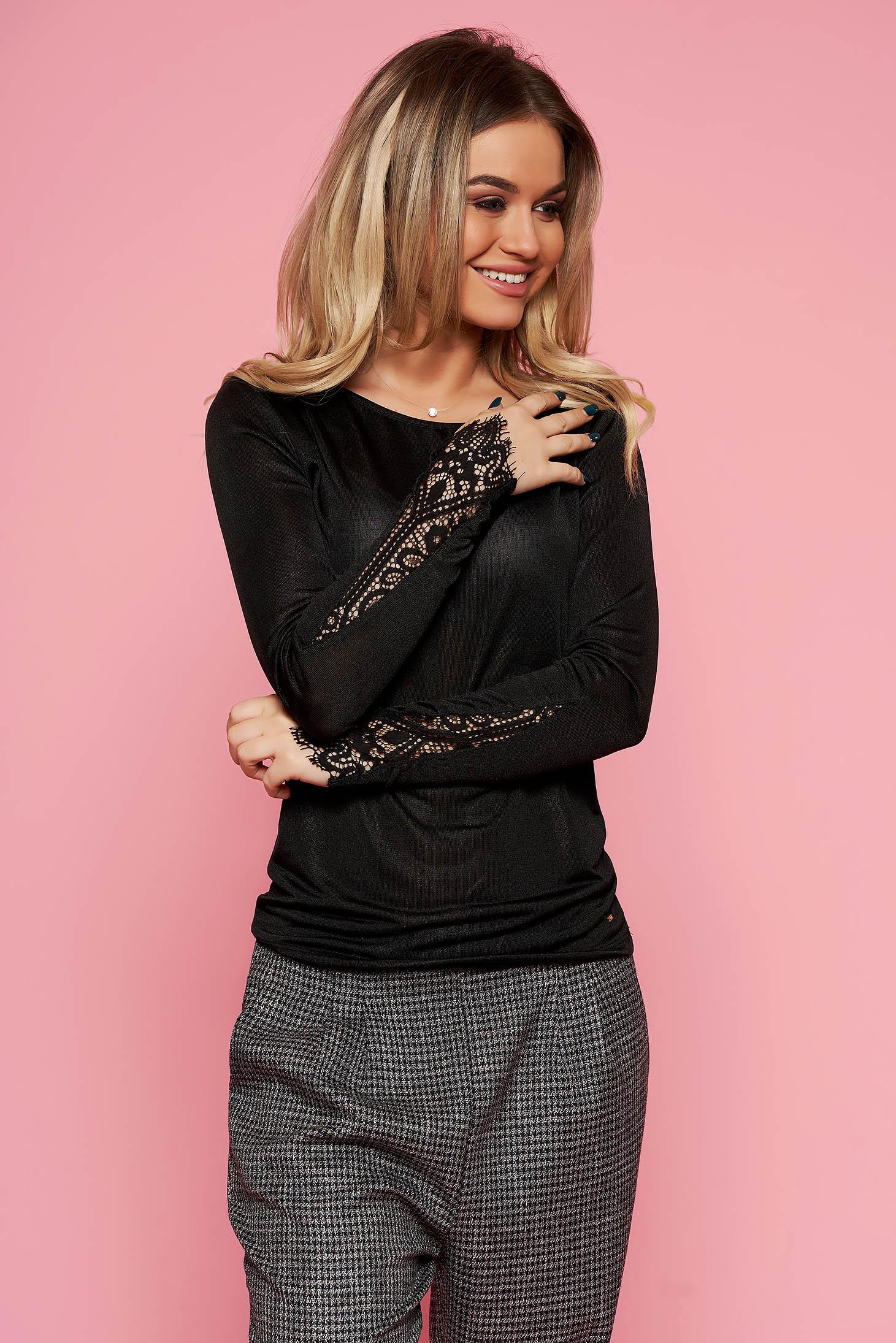Bluza dama Top Secret neagra eleganta cu maneca lunga din material usor transparent cu aplicatii de dantela