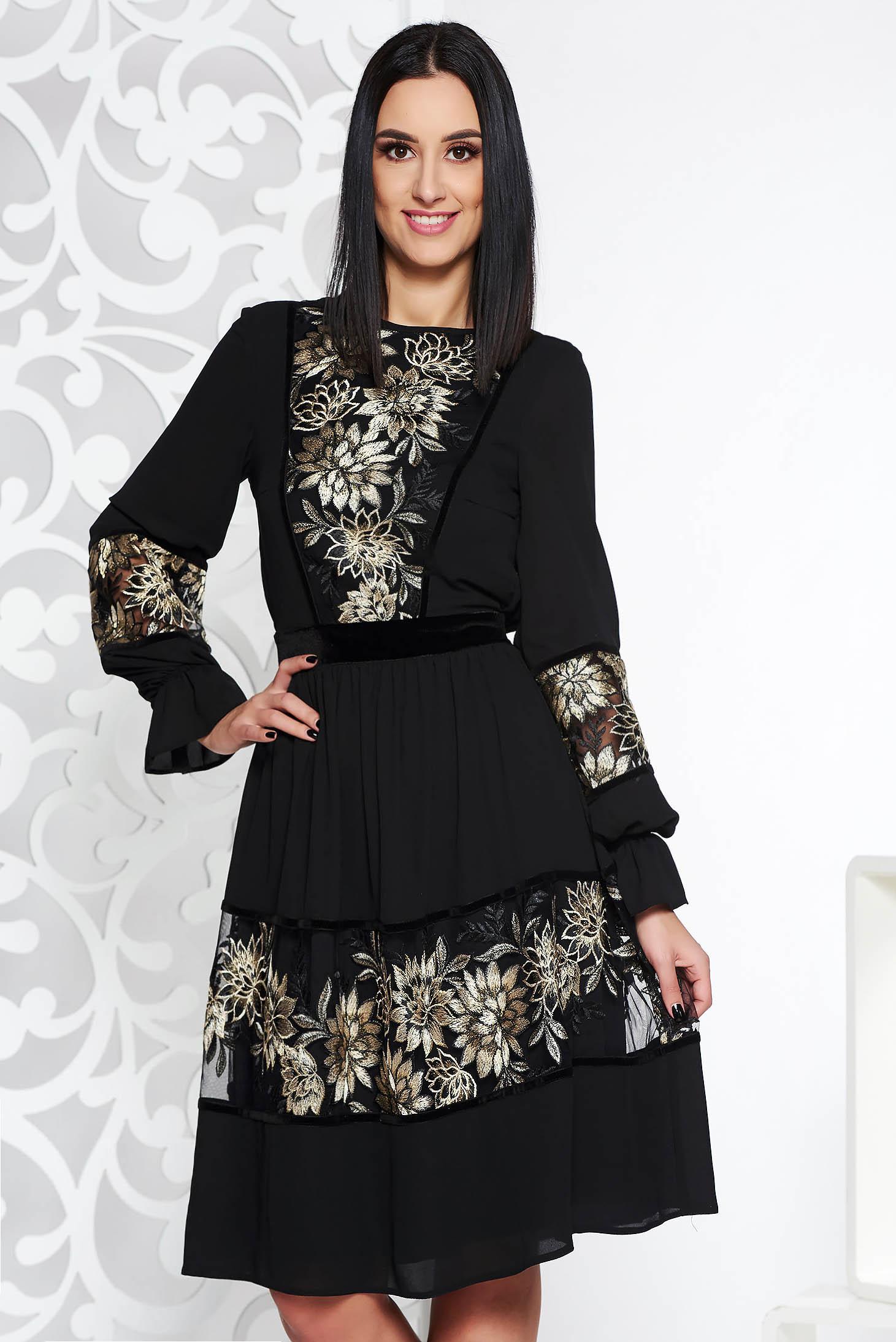 Fekete LaDonna elegáns harang ruha fátyol anyag belső béléssel csipke díszítéssel