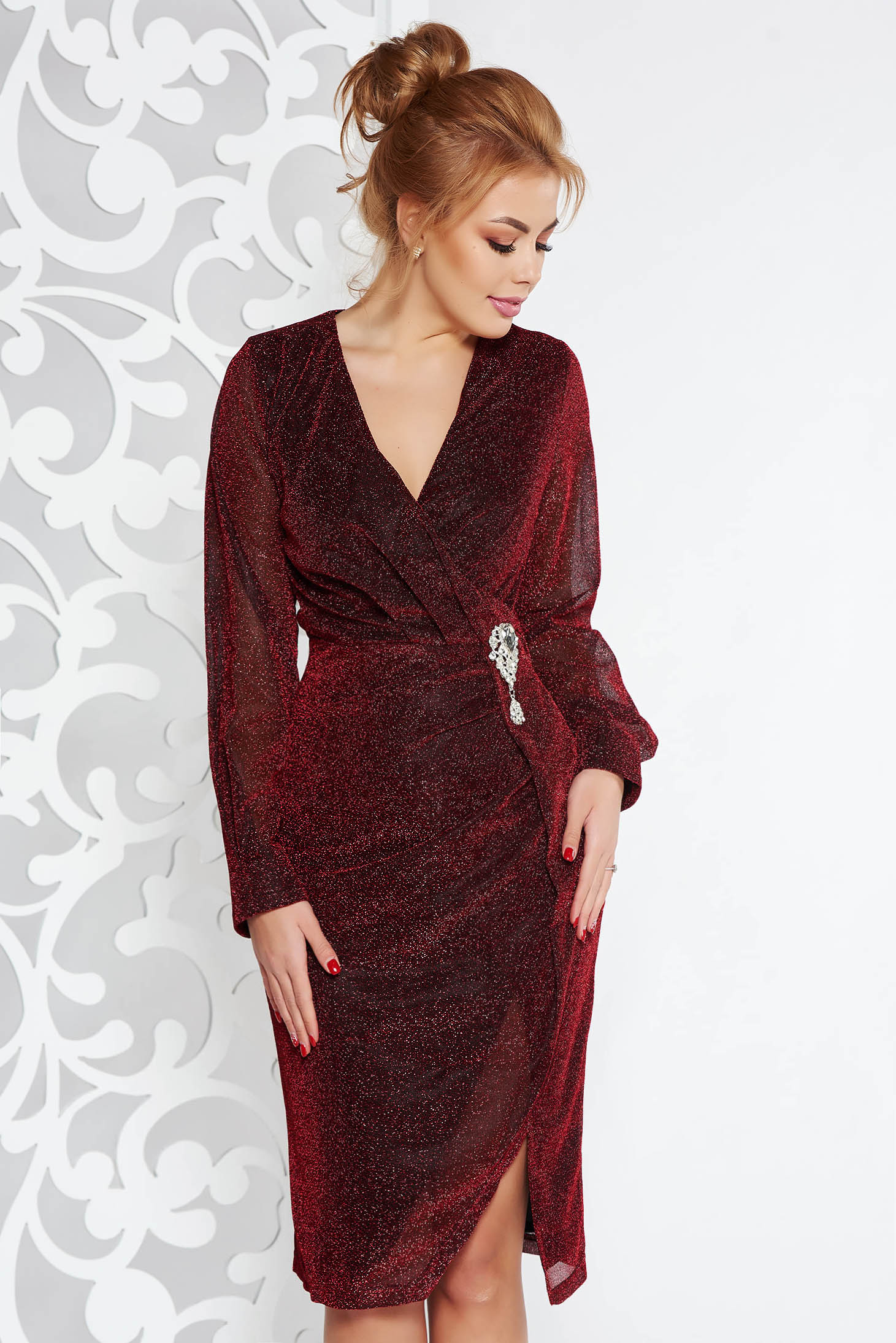 Artista burgundy occasional midi dress from shiny fabric accessorized with breastpin with v-neckline