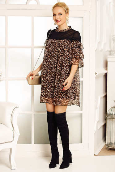 Fofy brown dress clubbing flared from veil with animal print with inside lining with ruffle details