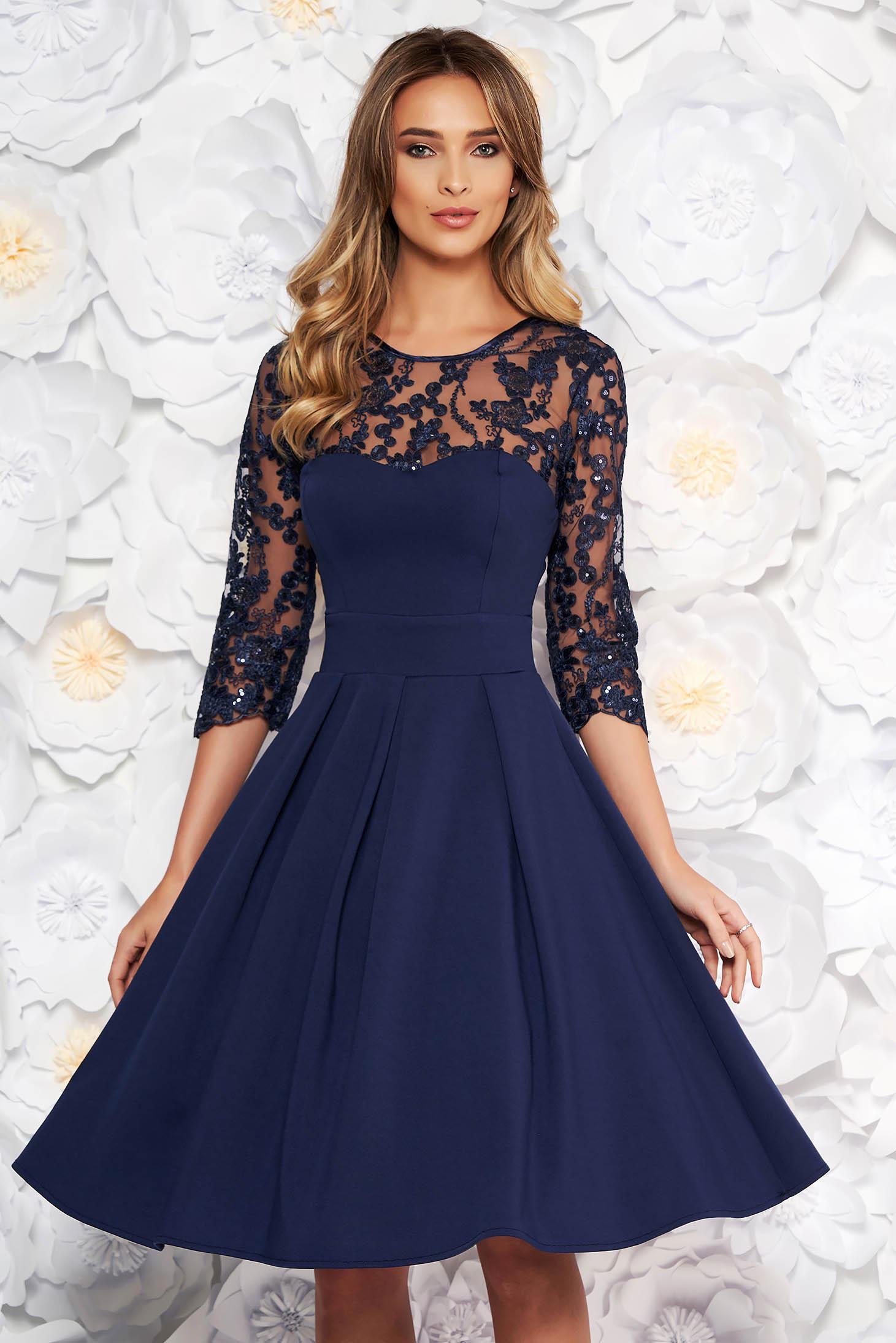 Rochie albastra-inchis de ocazie in clos din stofa usor elastica captusita pe interior cu bust buretat