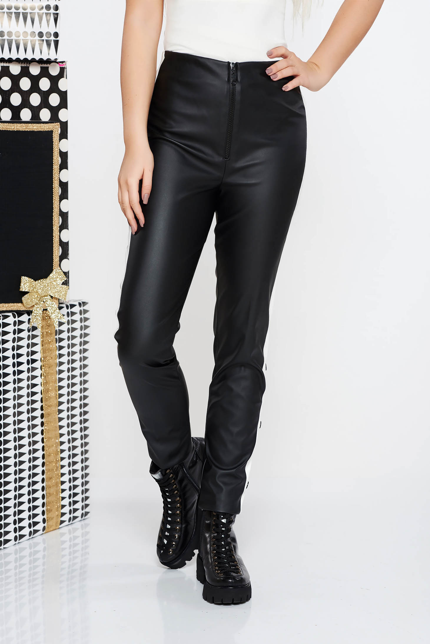 Pantaloni negri casual cu un croi mulat din piele ecologica cu talie inalta