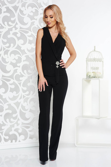 PrettyGirl black occasional jumpsuit slightly elastic fabric accessorized with breastpin