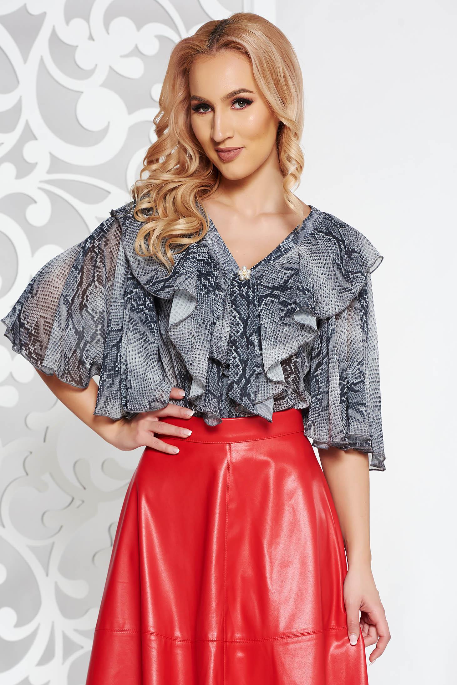 Bluza dama PrettyGirl gri eleganta cu croi larg din material vaporos cu animal print cu decolteu in v