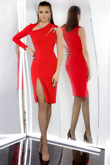 PrettyGirl red occasional midi dress with tented cut slightly elastic fabric with inside lining accessorized with breastpin